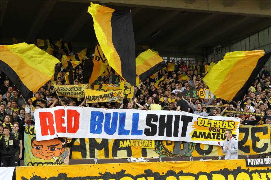 Protest der BVB-Ultras beim U23-Spiel gegen Leipzig im April 2014.