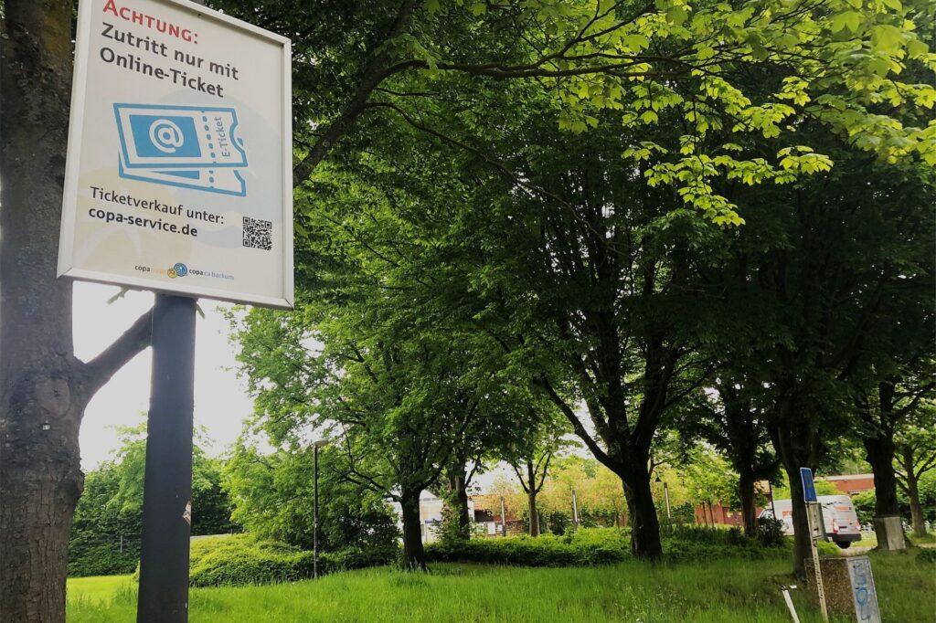 Schon auf dem Parkplatz des Copa Ca Backum wird man darauf hingewiesen, dass der Zutritt nur mit  einem vorher im Internet gebuchten Ticket möglich ist.