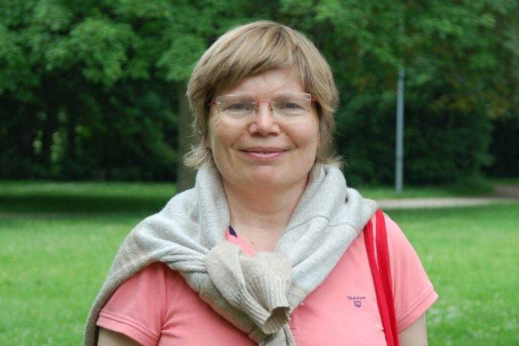Die SPD-Stadtverbandsvorsitzende Babette Nieder kritisiert das zögerliche Handeln der Stadtspitze in der Corona-Krise.
