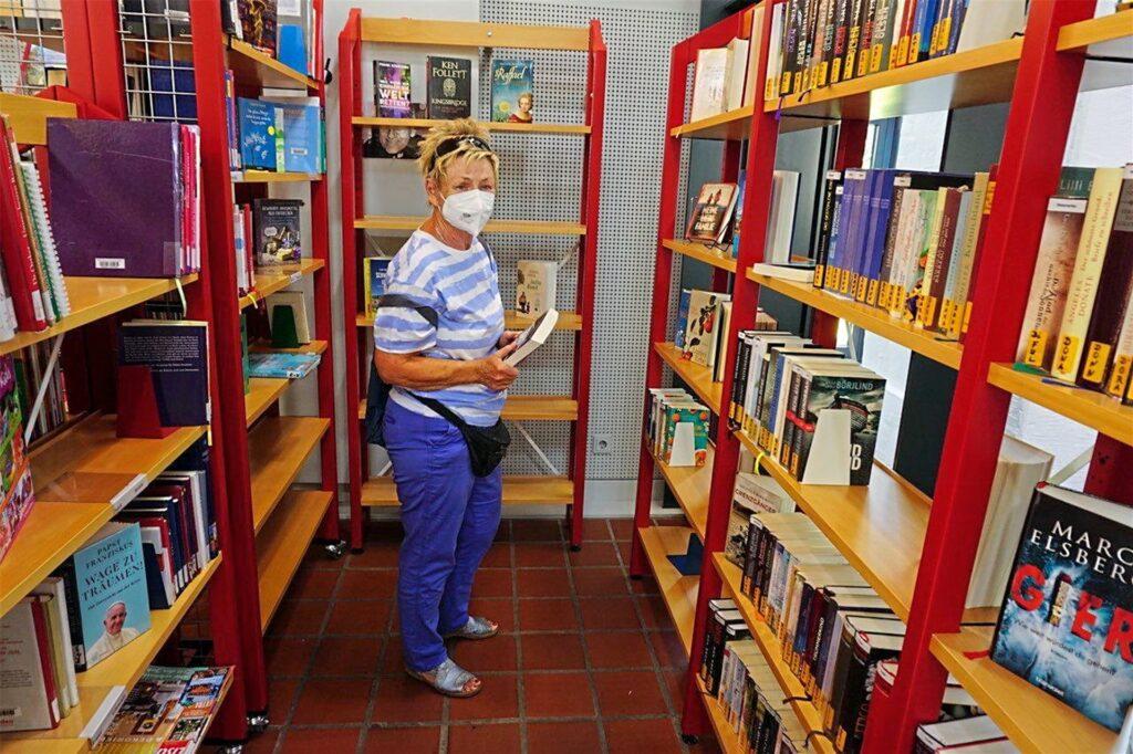 Einen weiteren Weg zur Bücherausleihe spart sich Marianne Stremmer gerne. Sie wohnt in Langenbochum und ist froh, dass sie dort weiterhin Bücher ausleihen kann.