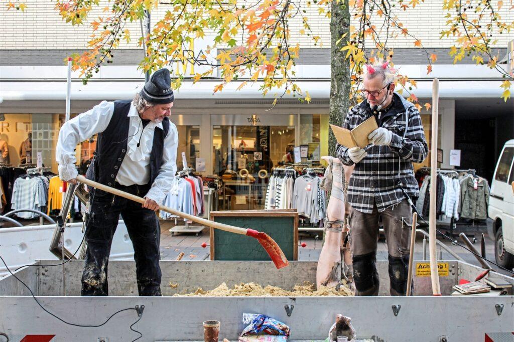 """Zusammen mit dem Recklinghäuser Künstler Ulle Bowski (links) hatte Punky im November 2019 zur ersten """"Kulturbaustelle"""" eingeladen."""