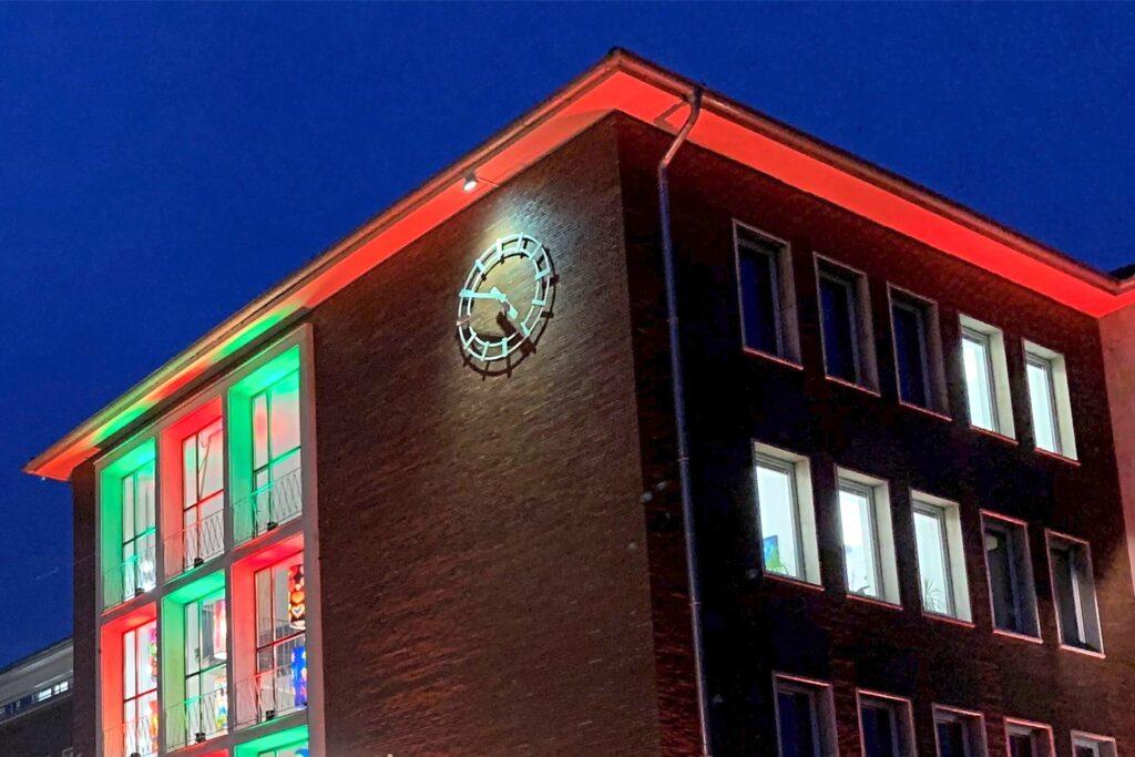Zu einer Lichtreise können Interessierte auch am Hertener Rathaus aufbrechen.