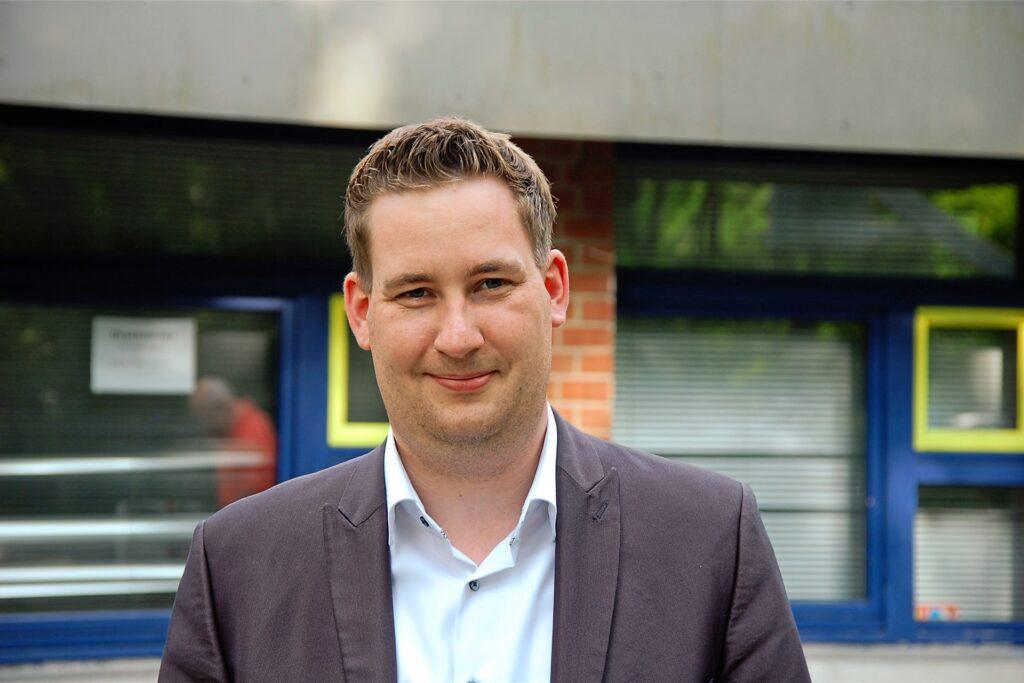 Brian Nickholz (SPD) aus Marl siegt deutlich im Wahlkreis 122 (RE II) und zieht in den nächsten Bundestag ein.